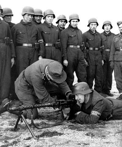Manöver der Volkssturmmänner in Lüdenscheid, November 1944 (W. Nies, StadtA Lippstadt)